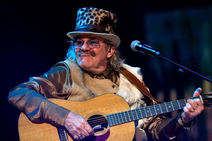 Bennie Jolink tijdens het allerlaatste optreden van Normaal, op zaterdag 19 december in GelreDome.