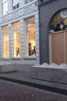 Betonblokken op de stoep: verbouwing Bossche modezaak Max na ramkraak