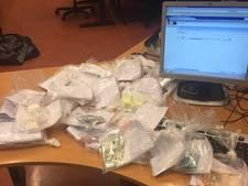 Grote hoeveelheid drugs gevonden bij verkeerscontrole in West