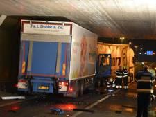 Chauffer gewond na ongeluk met vrachtwagens bij Leiden