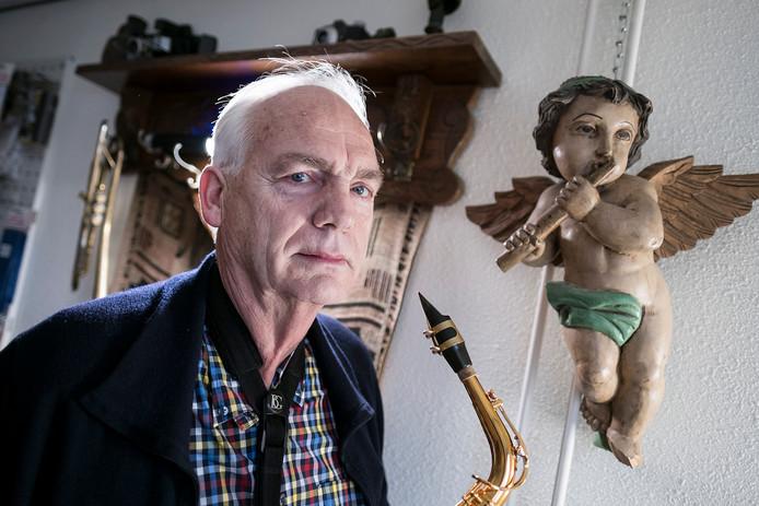 Jan Mellée werd voor 10.000 euro opgelicht. Zijn bankpas wordt nog steeds gebruikt op Marktplaats.