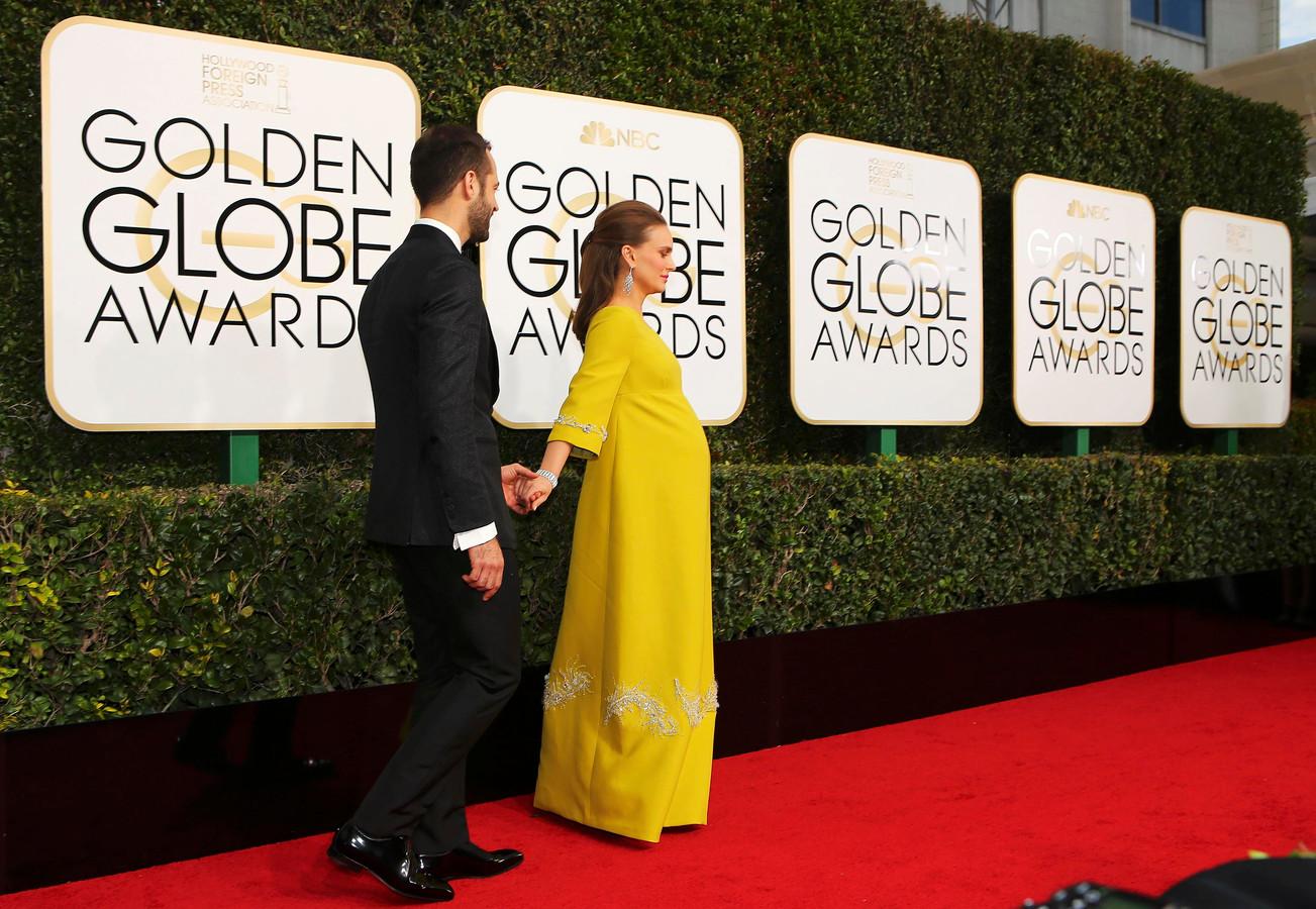 Natalie Portman schittert zwanger op rode loper Golden ... Natalie Portman Jackie