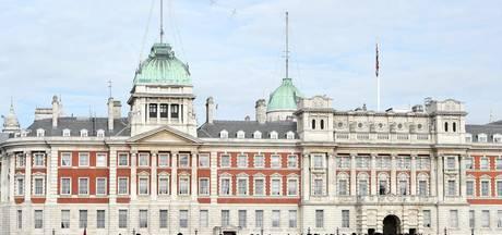 Buckingham Palace zoekt poetshulp