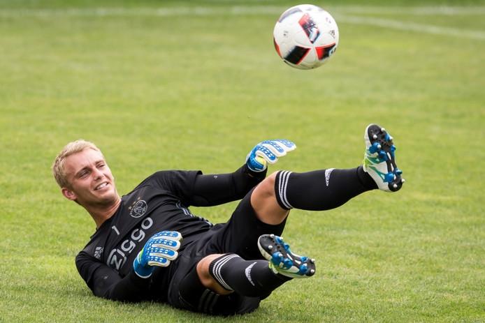 Doelman Jasper Cillessen in actie namens Ajax.