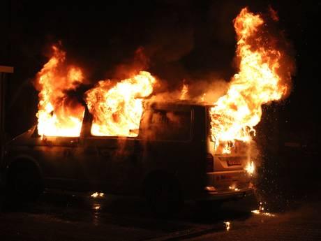 Vuur verwoest bedrijfsbus in Wijchen