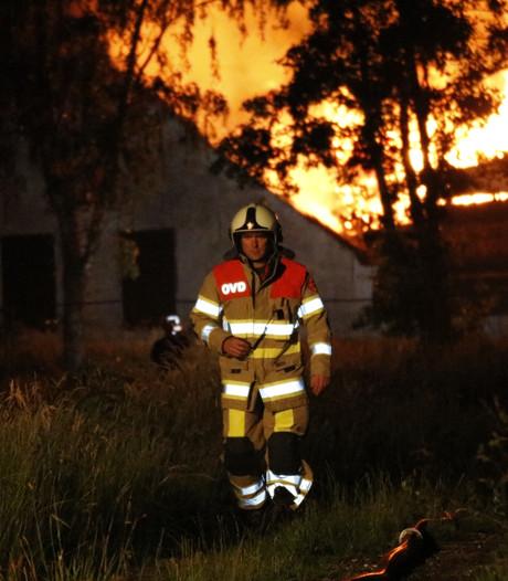 Brand verwoest lege boerderij in Vathorst