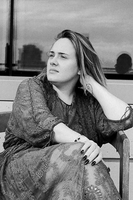 Adele haakt aan bij make-uploze trend