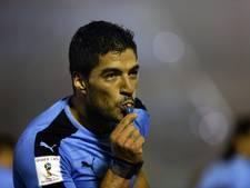 Spaanse voetbalsters lezen Luis Suárez de les