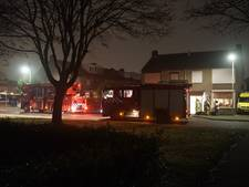 Passant ziet haardvuur op tv aan voor flinke woningbrand