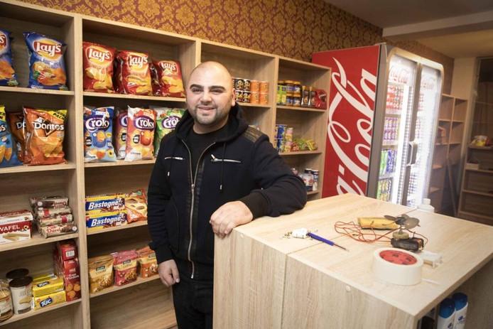 Wahan Karabetyan in zijn nachtwinkel. Gerard Verschooten