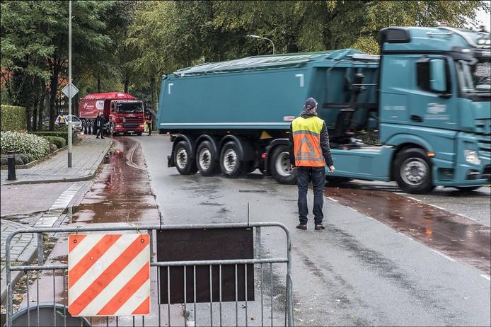 Bewoners in actie tegen zwaar verkeer op de Zwarteweg. Foto Theo Peeters