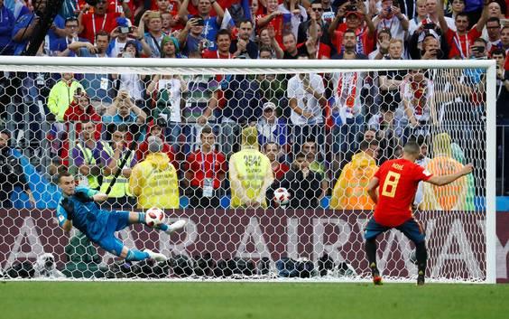 Rusland verrast favoriet Spanje na strafschoppen