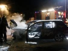 VIDEO | Rijdende auto vat vlam in Pieter Lastmanstraat in Eindhoven