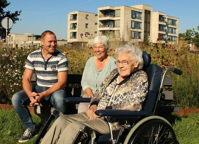 Gerard ten Hoopen met vrijwilligster Dinie en Mevrouw Gebbink