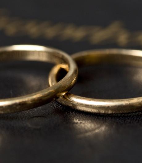 Inkomenstoets moet gratis trouwen aan banden leggen