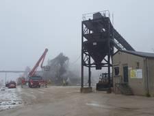 Brandweer rukt uit voor brand in machine van zandwinningsbedrijf