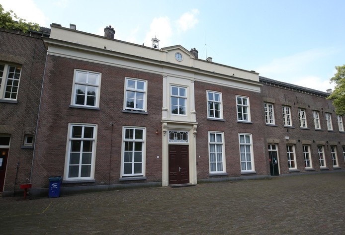 Ingang van de IND in de oude gebouwen van De Kruisberg in Doetinchem.