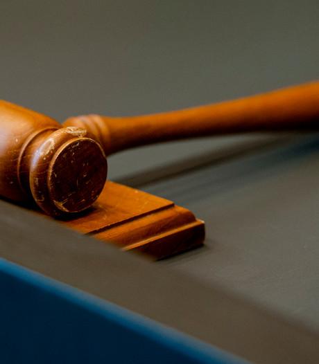 Justitie eist half jaar cel voor kopstoot in café