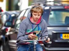 'Driekwart voor verbod appen op fiets'