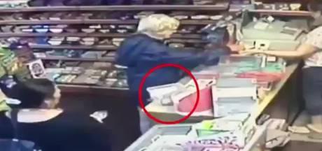 Schaamteloze diefstal van collectebusje zieke Britse tiener op camera