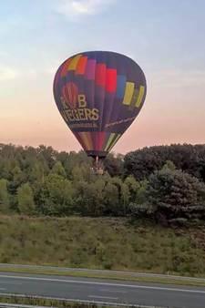Luchtballon scheert rakelings over A28