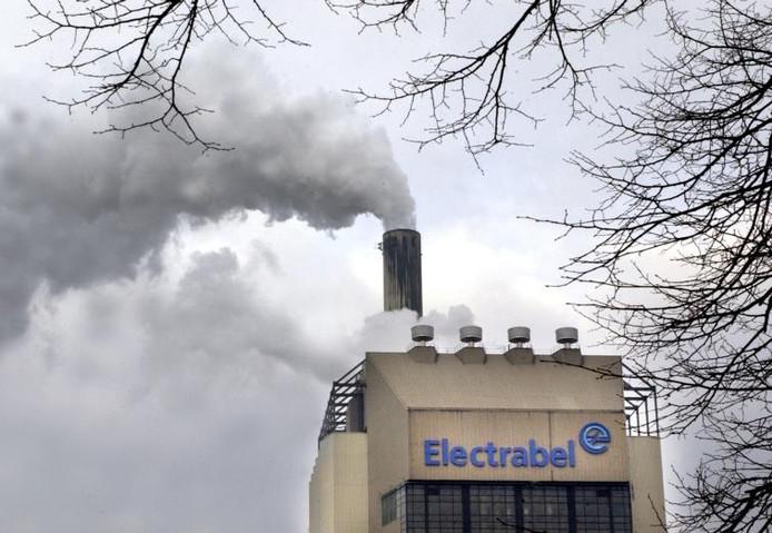 Archieffoto van de werkende kolencentrale aan het Maas-Waalkanaal.