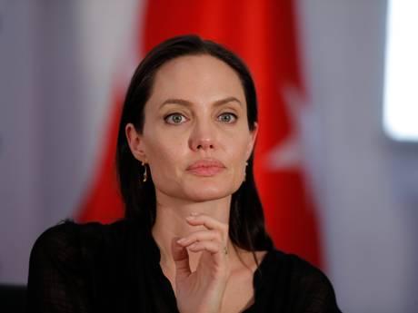 Angelina Jolie maand voor breuk al op huizenjacht