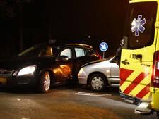 Twee auto's flink beschadigd bij aanrijding in Vianen