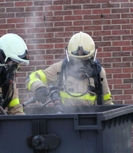 Brandweer blust brandje in afvalcontainer Doetinchem