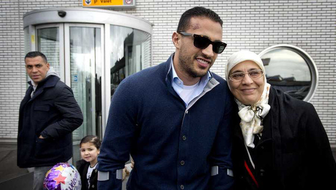 'Badr Hari geeft moeder Lamborghini cadeau'   Show   AD.nl