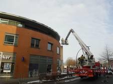 Brandweer rukt uit vanwege vallend ijs in Zevenaar