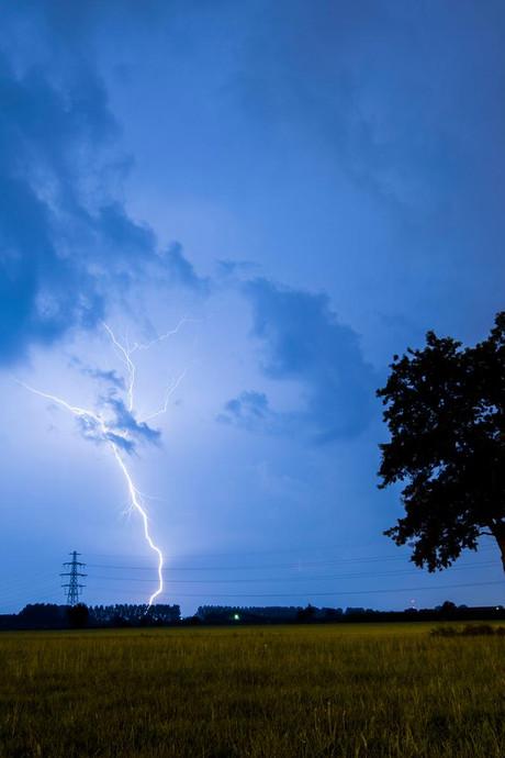 Fikse onweersbuien zorgen her en der voor overlast