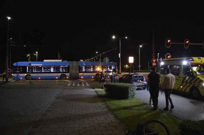 Een van de inzittenden van de auto werd ter controle naar het Rijnstate ziekenhuis gebracht.