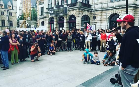 Driehonderdtal actievoerders vormen menselijke ketting in Gent uit solidariteit met Mawda