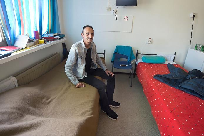 Syriër Kamil Balit wacht al meer dan een jaar op een verblijfsvergunning.