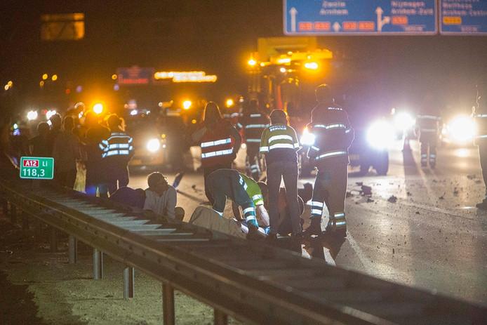 Hulpverleners bij het ongeval op de A12