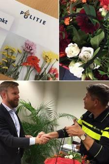 Politie geeft bloemetje aan redder in nood