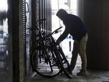Politieheli assisteert bij aanhouding fietsendieven