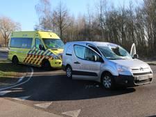 Gewonde en beschadigde auto's door van vrachtwagen gevallen ijs
