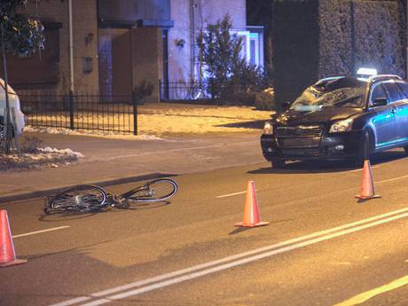 Fietster in kritieke toestand na aanrijding met taxi in Nijmegen