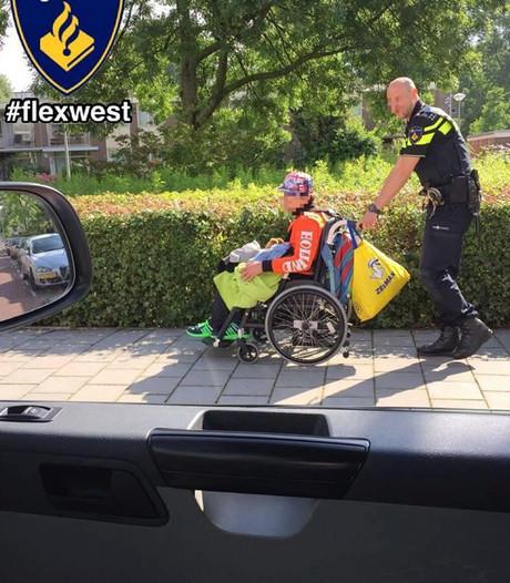 Politie redt gehandicapte jongen van druk kruispunt