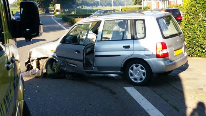 Beide betrokken voertuigen moeten worden afgesleept.