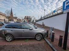 Elektrische rijder in Zuidoost-Brabant moet betalen voor elk uur te lang aan een laadpaal
