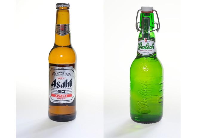 Asahi Super Dry (links) komt binnenkort uit de leidingen van de Grolsch-brouwerij.