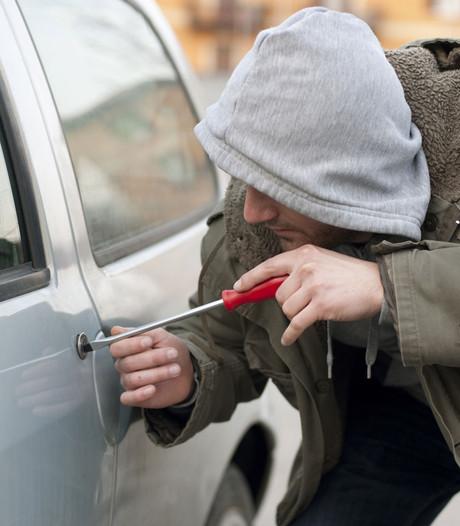 Onderzoek naar hoog aantal auto-inbraken in Heumen