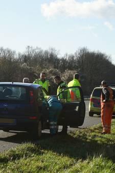Man rijdt per ongeluk eigen vrouw aan op vluchtstrook A326