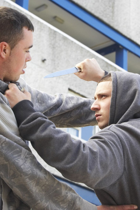 Overvallers gepakt na achtervolging door slachtoffer (16) in Arnhem