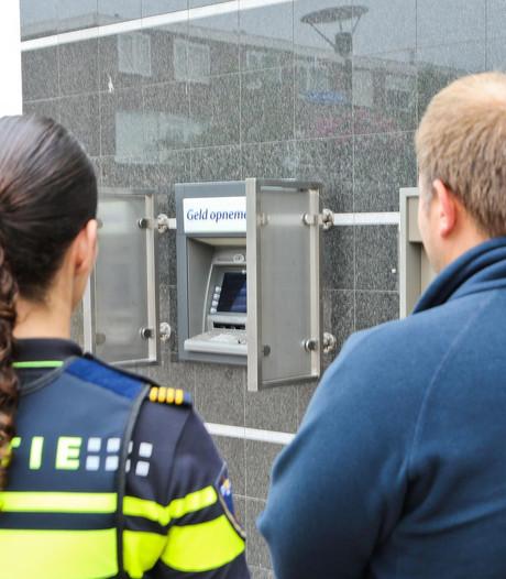Politie trekt dief van schutting na roof uit pinautomaat