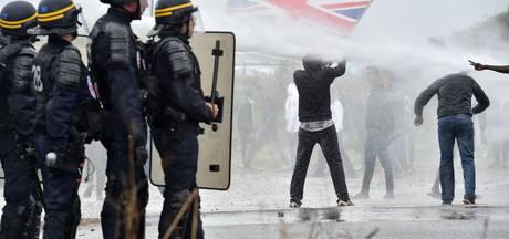 Politie op de vuist met migranten in Calais