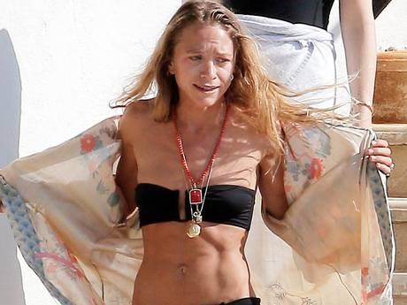 Magere Mary-Kate Olsen (30) 'lijkt wel 12 jaar' in bikini